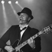Avatar Mr. Jones - Rocksolist/Rock-Alleinunterhalter oder Unplugged