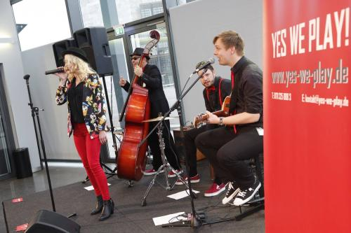 Yes We Play! unplugged with Lisa Bund